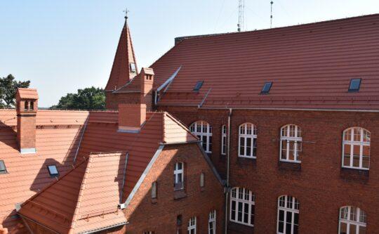 Remont dachu budynku ZS H. Cegielskiego w Rogoźnie zakończony