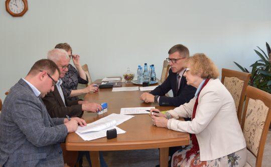 Podpisano umowę na remonty pięciu dróg powiatowych